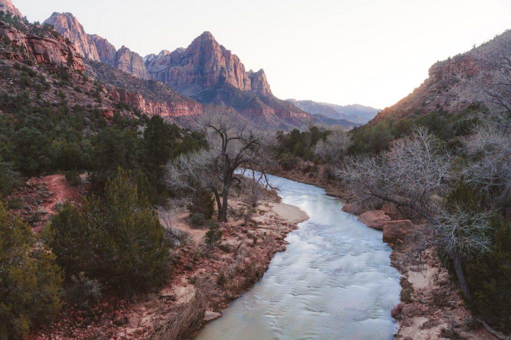 canyon-daylight-hike-2331568