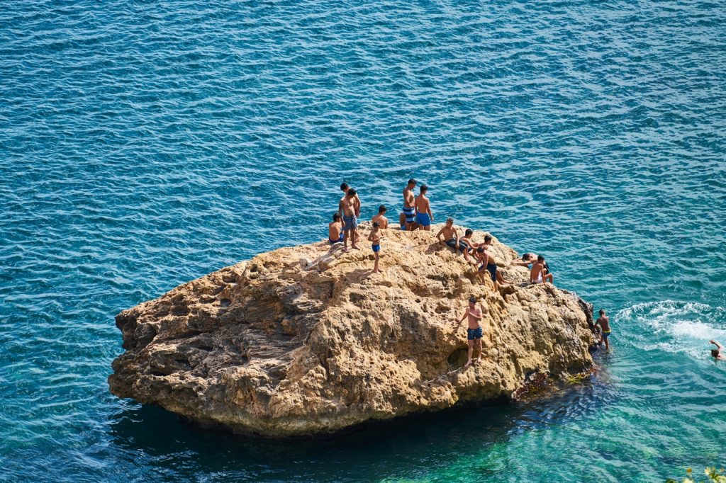 beach-boulder-boys-2880506
